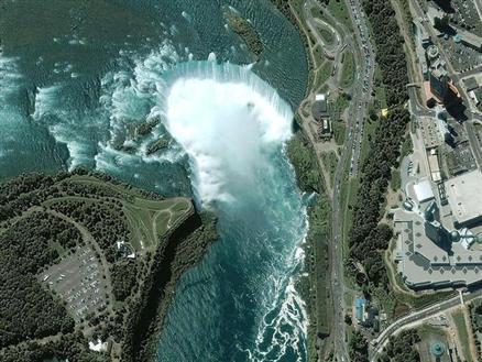 Cascate del niagara viste dal satellite